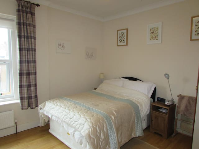 Spacious db bedroom beside the sea - Bexhill - Haus