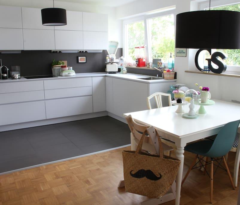 Offene Küche und Essbereich