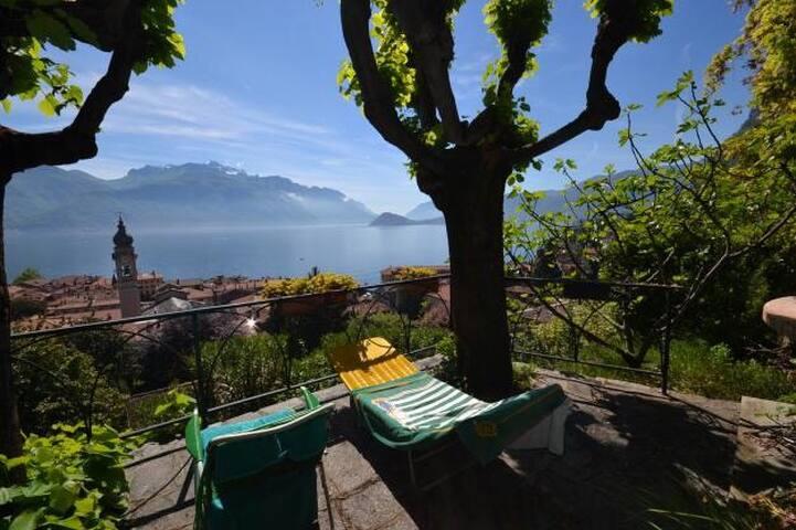 mansarda in villa d'epoca lake view - Menaggio - Villa