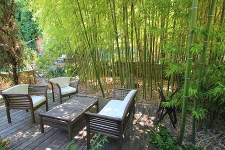 Terrasse privée  Jardin éclatant- climatisé -wifi