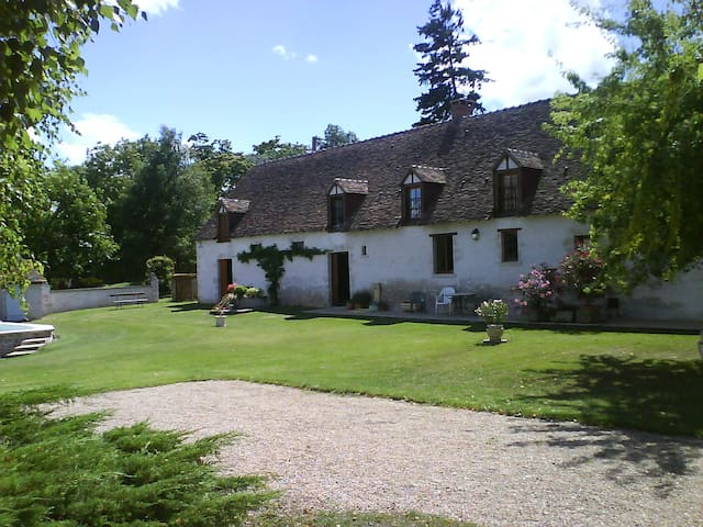 Beautiful Farmhouse in Loire Valley - Josnes - Hus