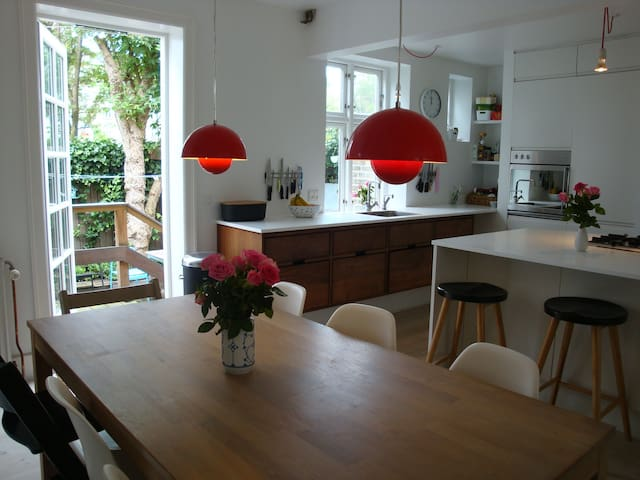 Family-friendly urban and historic townhouse - København - House