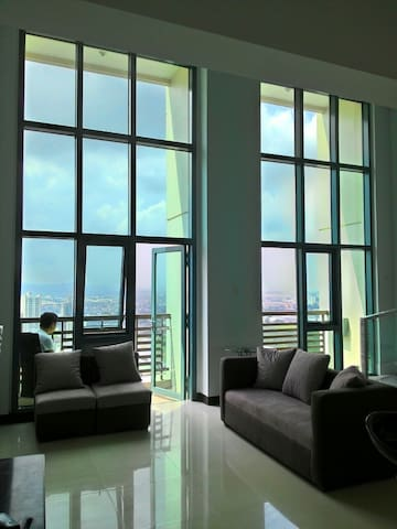 The Loft in Eastwood w/ WiFi, Netflix & Magic Jack - Quezon City - Loft
