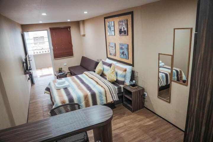 Relaxing Makati Apartment for Two