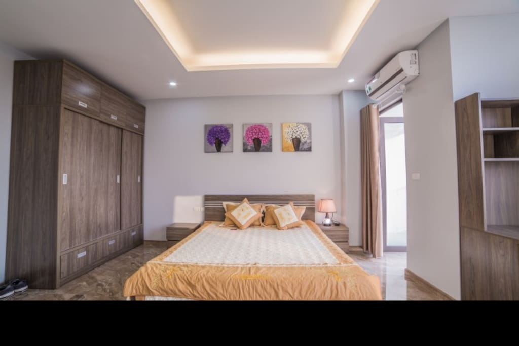 Bedroom is full of natural light, There is a viewing balcony