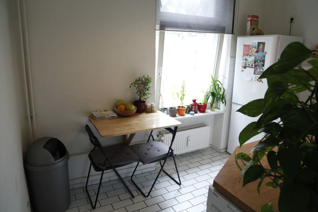 small kitchen table for 3 people