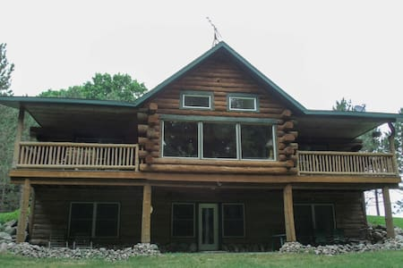 Lavish Tustin Cabin on 7 Acres w/Fire Pit & Porch!