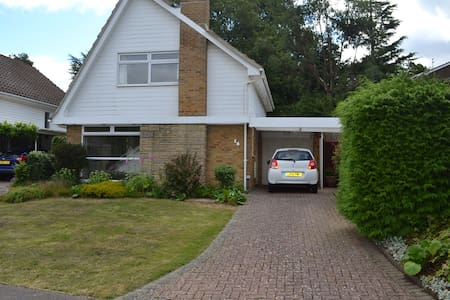 Double room in modern, clean house - Burgess Hill - Casa