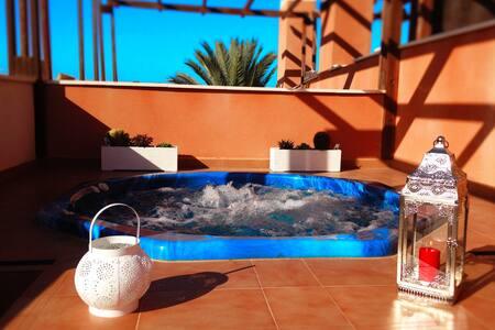 Atico con jacuzzi privado y wifi vistas piscina