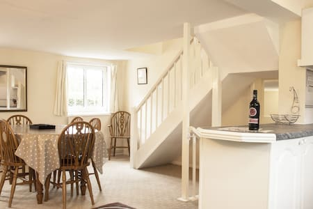 Devizes: Large Cottage Close to Stonehenge & Bath - Potterne