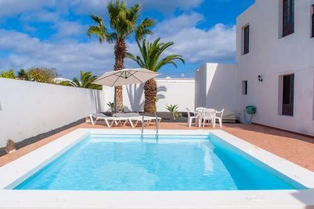 Villa Cathaisa - sleeps up to 10pax - Costa Teguise