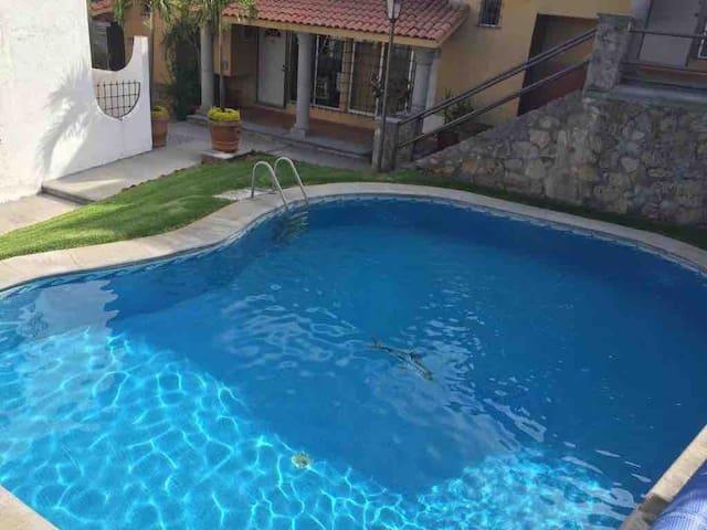 Casa/condominio Teques-Alberca-Jardin-Palapa