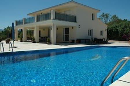 fantastische luxe villa met zwembad - botarell