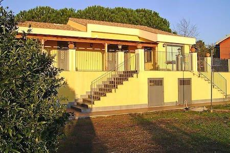Villa Linda vicino l'Etna tra Taormina e Catania - Mascali - Villa