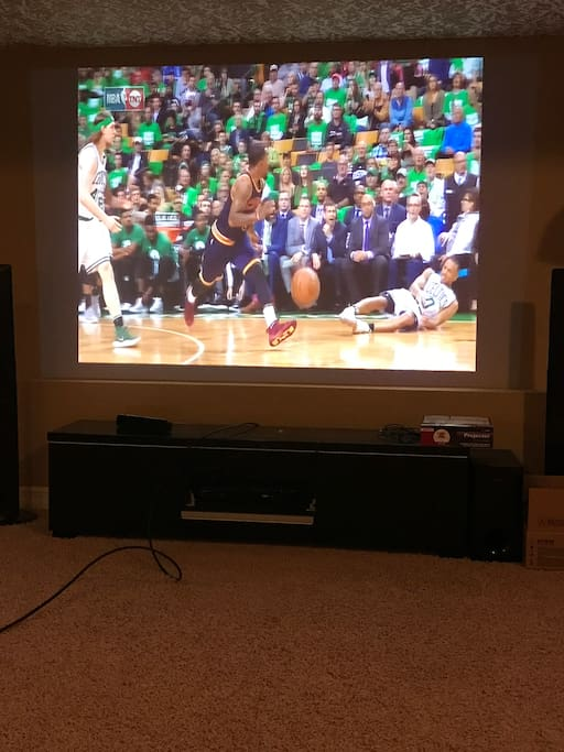 Home theater w Projector