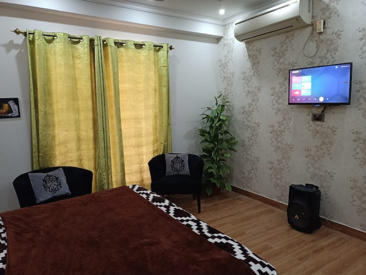 Fully Furnished Flat on Main Margalla Road E11 ISD