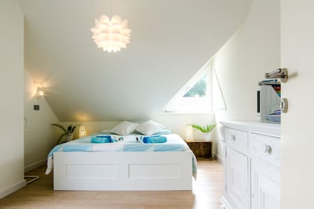 Bright & sunny room close to Bruges - Oostkamp - Villa