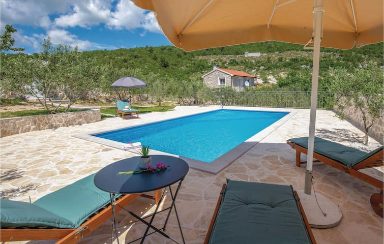 Holiday cottage with 2 bedrooms on 80m² in Vid