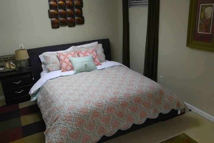 Cosy Basement Apartment 20 minutes north of Denver - Northglenn