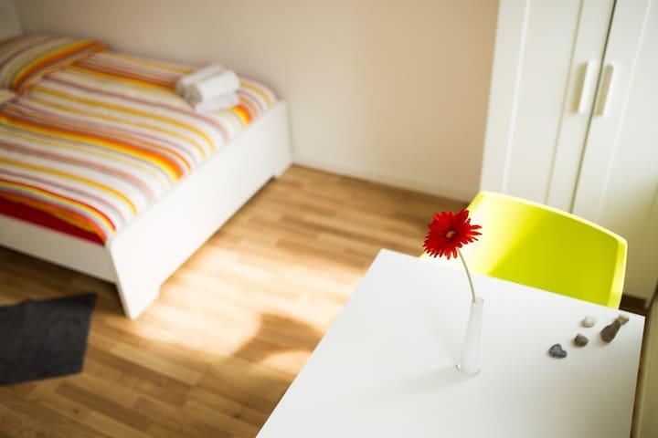 Room 12: 1 - 2 personsroom near metro Degerloch/12