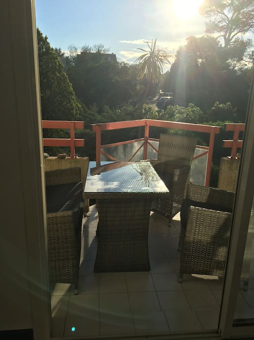 Terrasse avec le canapé et les fauteuils