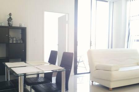 New modern tranquil Apt. between City & Airport - Rosebery - Apartmen