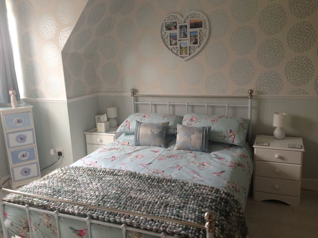 Stylish Double Room in Oakley - Oakley - Talo