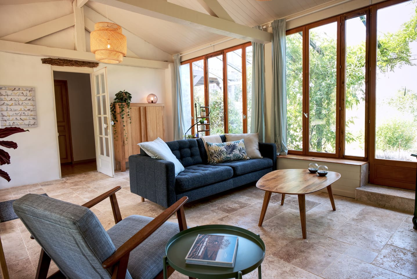 Lounge with bright and big windows overlooking the gardens