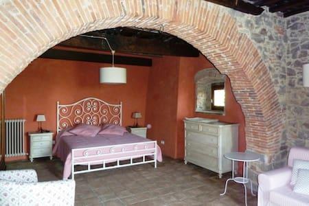 Accogliente camera in Agriturismo - Montegonzi, Cavriglia