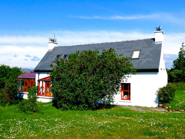 Beautiful Cottage at the Atlantic Coast of Donegal - Burtonport - Ev
