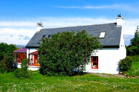 Beautiful Cottage at the Atlantic Coast - Burtonport