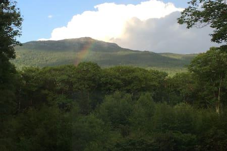 Amazing View of Mt. Monadnock! - Marlborough