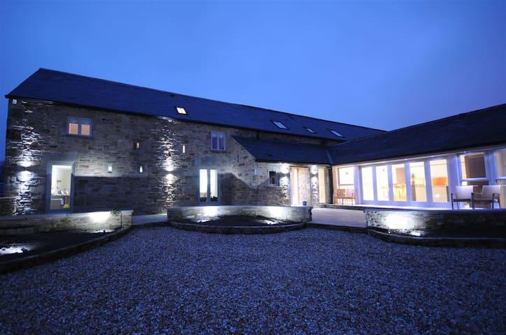 Converted Luxury Grade II Barn  - Derbyshire - Bed & Breakfast