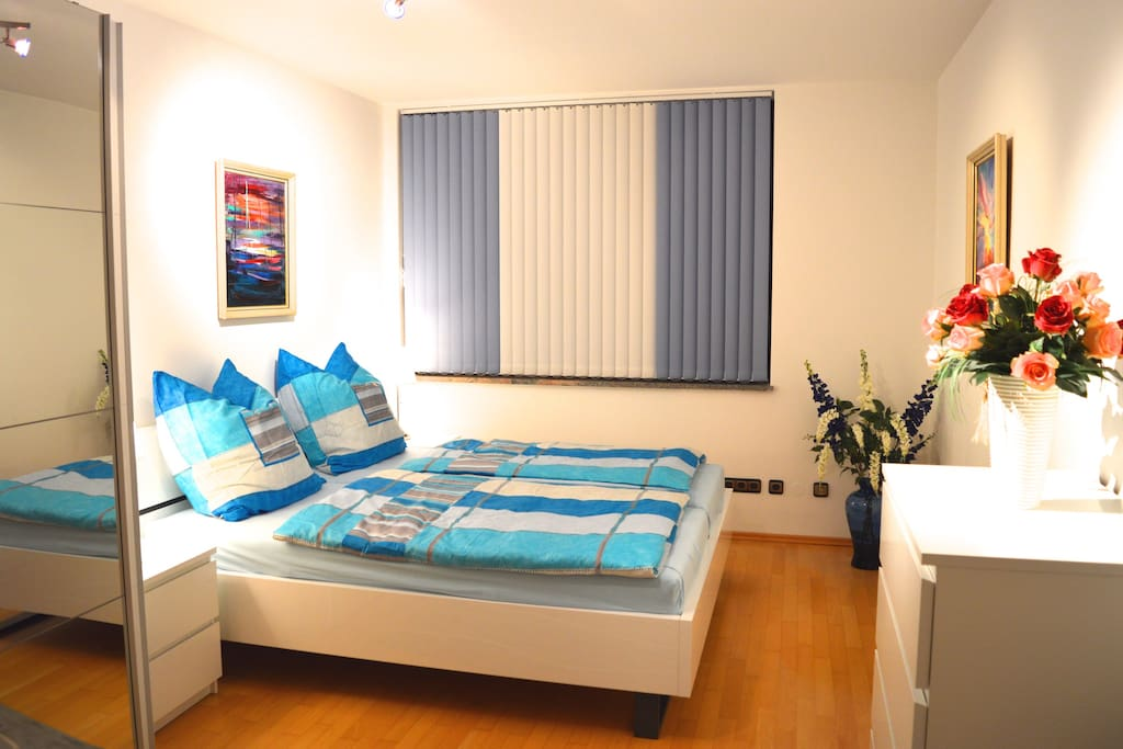 Bedroom with double bed 180 cm