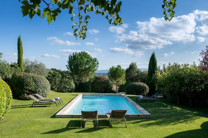 THE BASTIDE: VILLA WITH PRIVATE GARDEN AND POOL