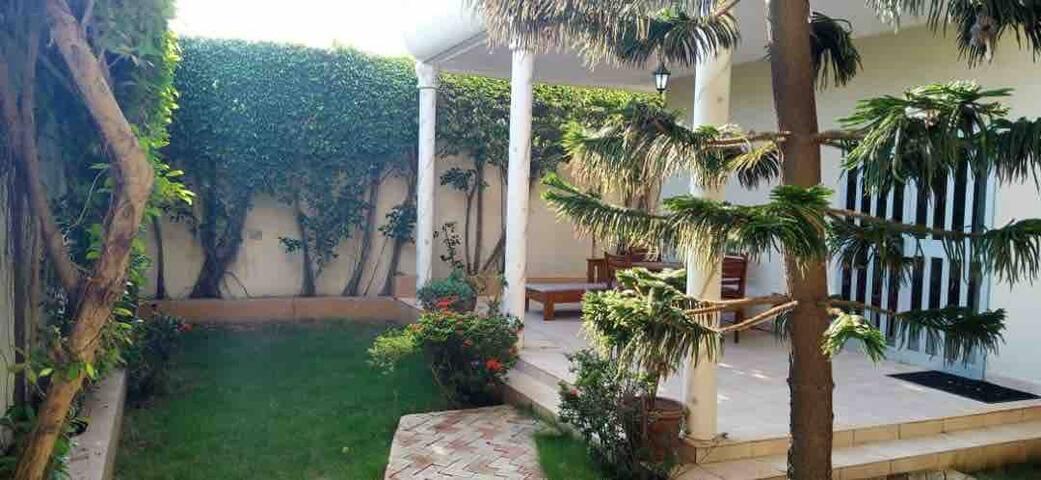 Villa avec jardin à louer / 4 chambres