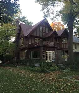 The Whiskey Baron Bed and Breakfast - Peoria - Hus