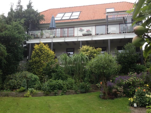 Dejlig lejlighed med skøn balkon.