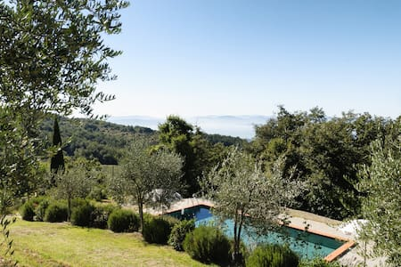 2 people flat in villa overlooking Trasimeno lake