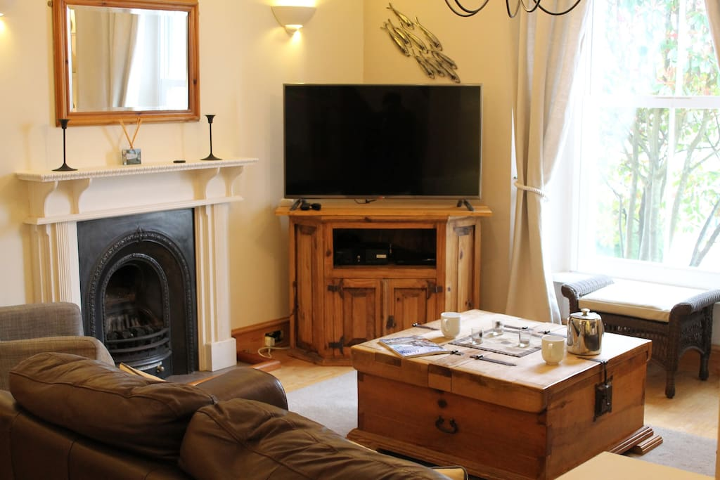 "Lounge room 47"" smart TV & DVD."