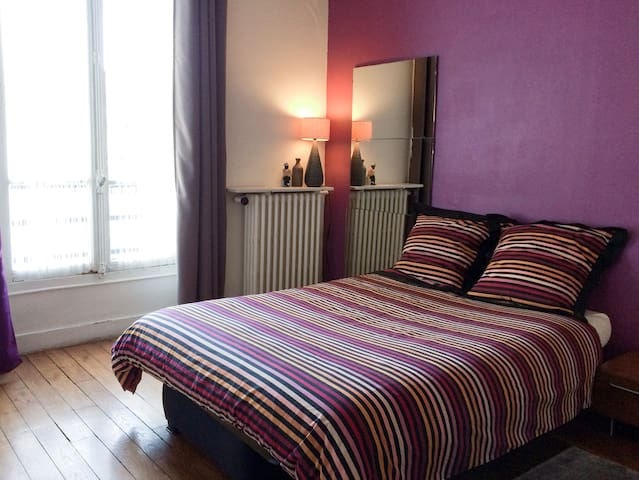 "Room in the South of Paris ""next to the metro"""