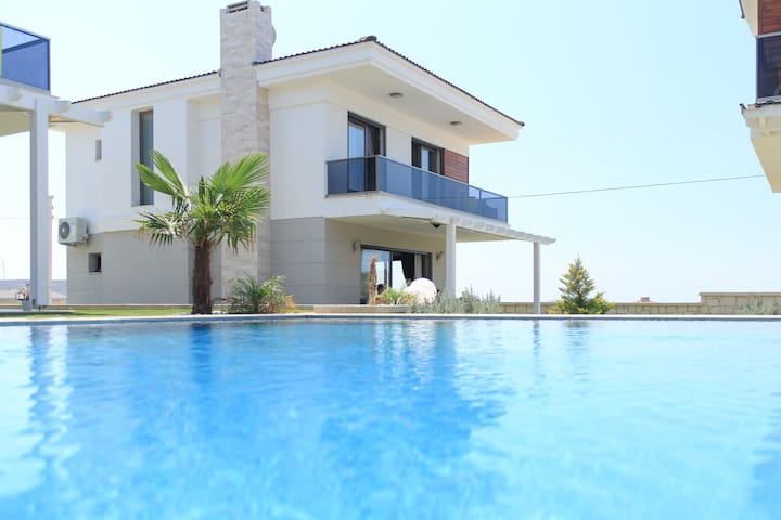 Brand New Garden Villa with Pool - Alaçatı - Villa