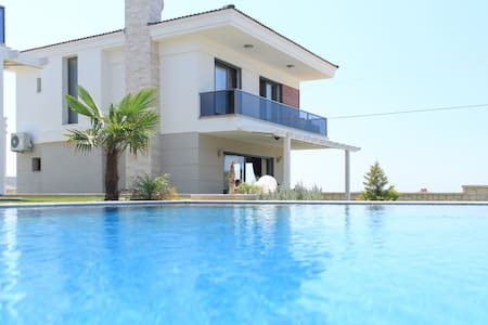 Brand New Garden Villa with Pool - Alaçatı - วิลล่า