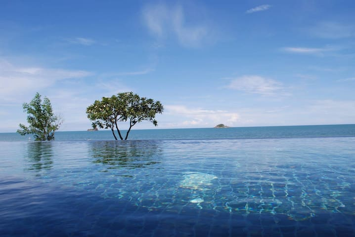 Ideally situated luxury villa next to quiet beach
