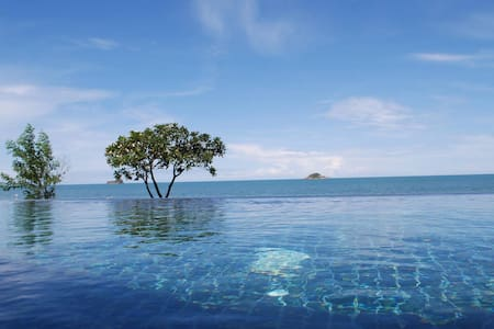 Ideally situated luxury villa next to quiet beach - Tambon Hua Hin - Villa