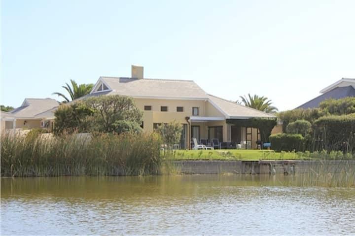 Stunning Cape Peninsula Holiday Villa with Pool