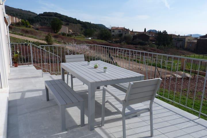 Jolie villa avec terrasse et jardin pour 6 pers. - Octon - Villa