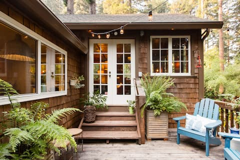 Enchanting Cottage with a Hot Tub and Patio