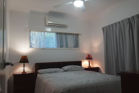 Air con ensuite bed in quiet beach area