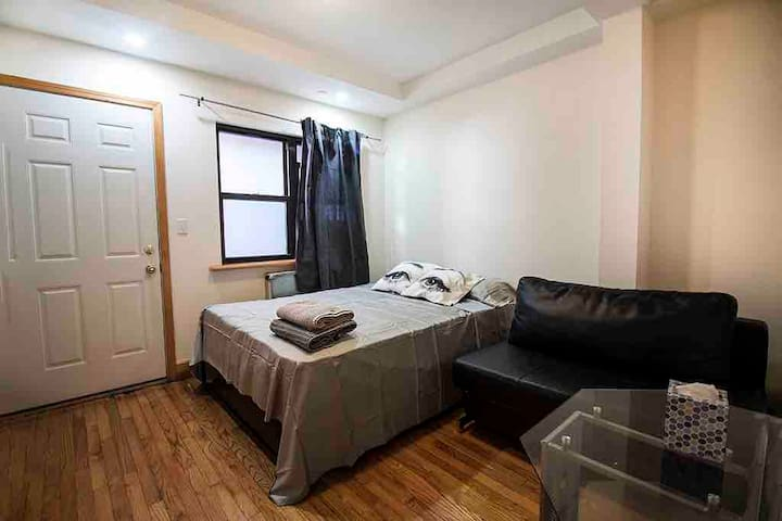 Lovely LES/SOHO/Chinatown room can fit 3 people!
